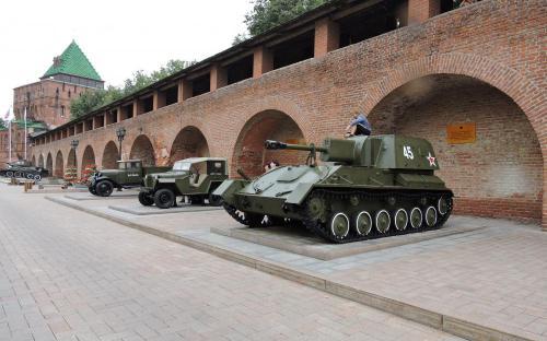 Экспозиция военной техники в в Нижегородском Кремле