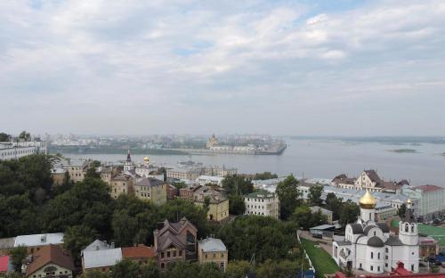 Вид на Стрелку Оки и Волги с крепостной стены Нижегородского Кремля