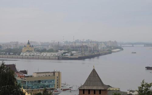Вид на Стрелку Оки и Волги с смотровой площадки Нижегородского Кремля