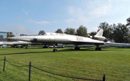 Сверхзвуковой дальний бомбардировщик Ту-22 в Музее Военно-воздушных сил в Монино