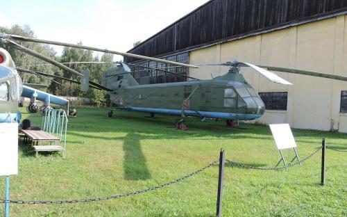 Тяжелый транспортный вертолет Як -24 в Музее Военно-воздушных сил в Монино