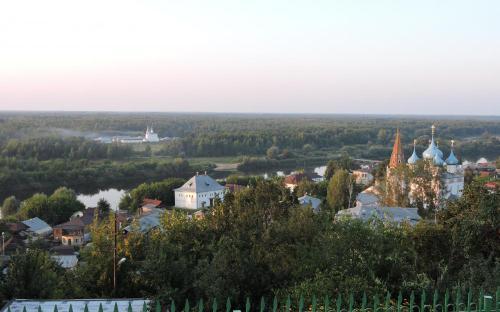 Вид на Гороховец с холма Никольского монастыря