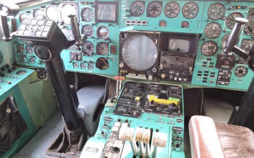 В кабине самолета Ту-144 в Музее Военно-воздушных сил в Монино