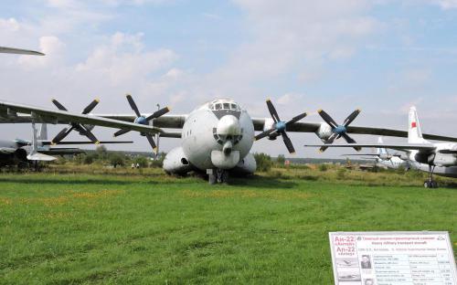 Тяжелый военно-транспортный самолет Ан-22 Антей в Музее Военно-воздушных сил в Монино