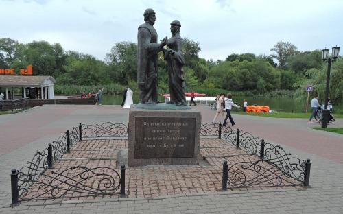 Тамбов. Памятник Петру и Февронье