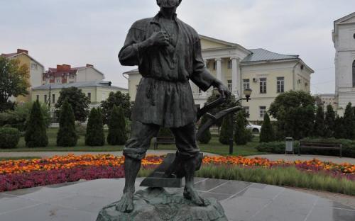 Тамбов. Памятник тамбовскому мужику