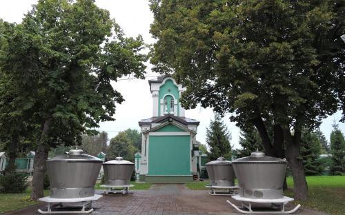 Тамбов. Чаны для святой воды на территории Спасо-Преображенского кафедрального собора