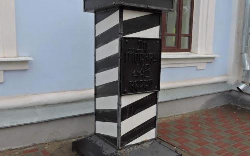 Верстовой столб у главпочтамта в Тамбове