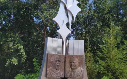 Памятный знак Циалковскому и Королеву