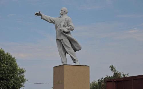 Памятник В.И.Ленину в с.Ровное Саратовской обл.